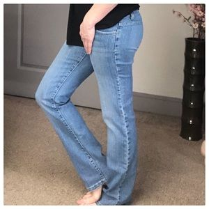 💕Light blue jeans, stretchy, very cute fit💕